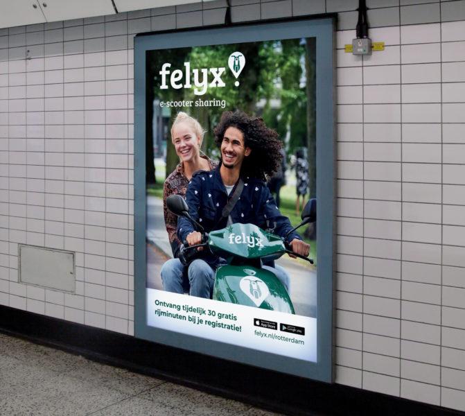 Abriposter felyx Rotterdam in metrostation